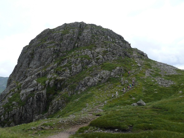 Pike O'Stickle, the way up is following the stairs to the right