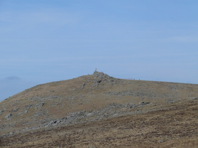 Zoom on Widgery Cross on Brat Tor from Sharp Tor